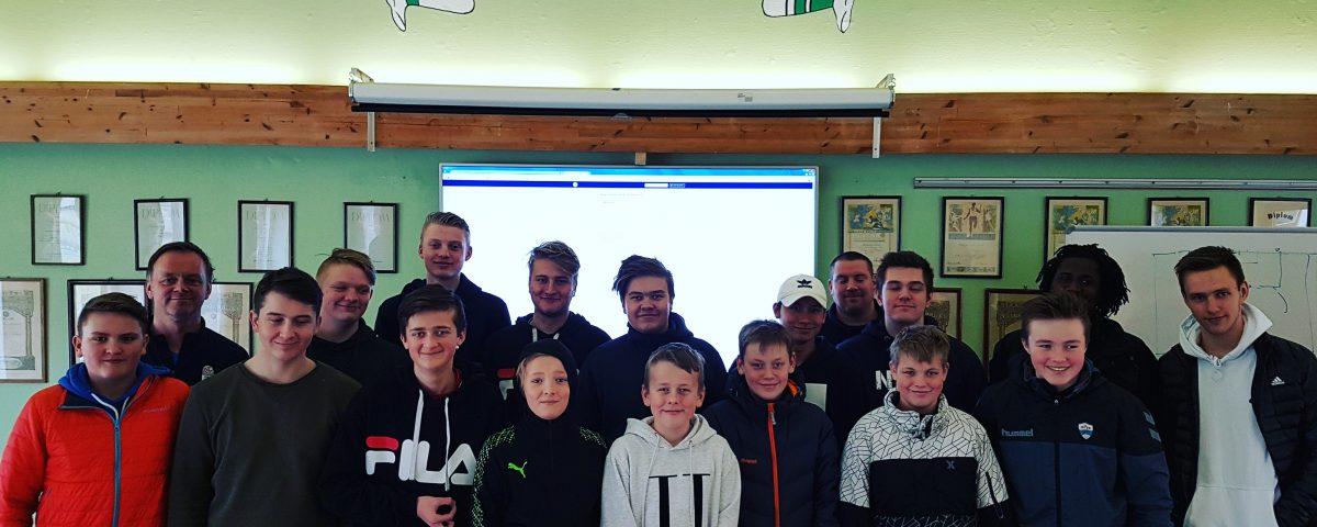 17 nye rekruttdommarar! Foto: Instruktør Inge Seglem (bak til venstre.)
